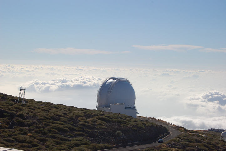 Roque-de-los-Muchachos-Observatory-Above-the-Clouds-WHT.jpg